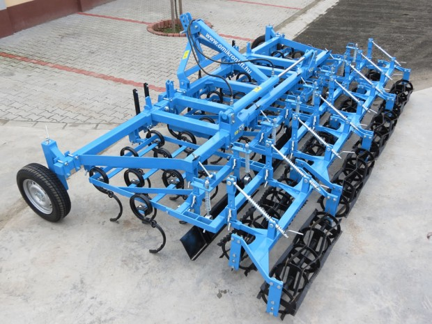 Ground tracking combinators with 3 rows of spring tines