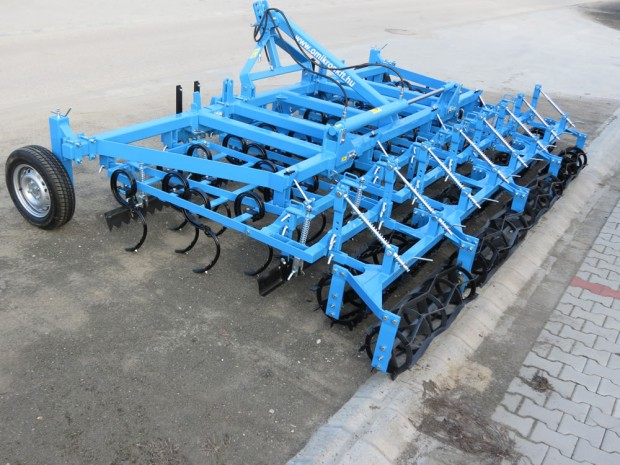 Ground tracking combinators with 4 rows of spring tines