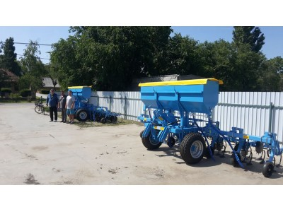 Inter-row cultivators with 700 kg fertilizer adapter