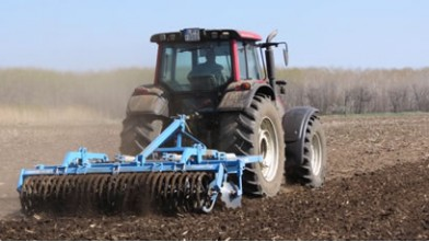 Omikron cultivator with 7 tines and campbell roller